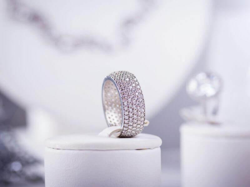 Cincin Emas Putih