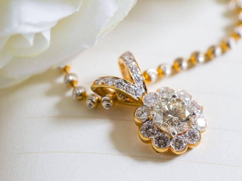 Kalung Emas Berlian
